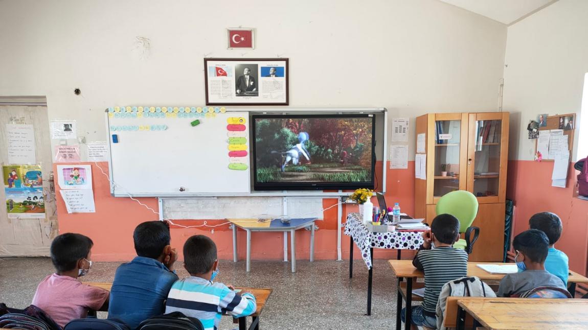 2-A Sınıfı Öğrencileri Film İzlediler